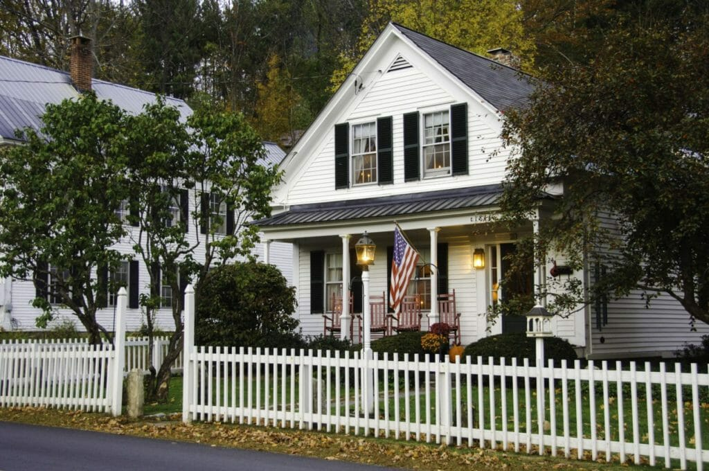 Easy Fall Landscape Tips and Decor Ideas